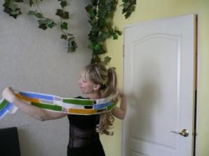 Яркий вязанный шарф