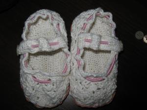 Вязаные крючком туфельки для малыша.